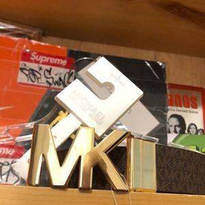 MICHAEL KORS-Signature Logo Twist Reversible Belt